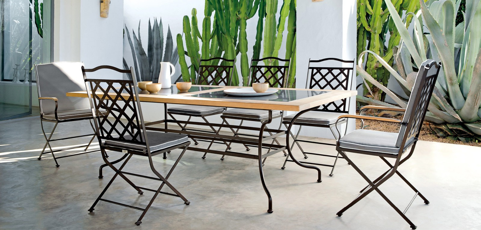 manutti capri dining table collection