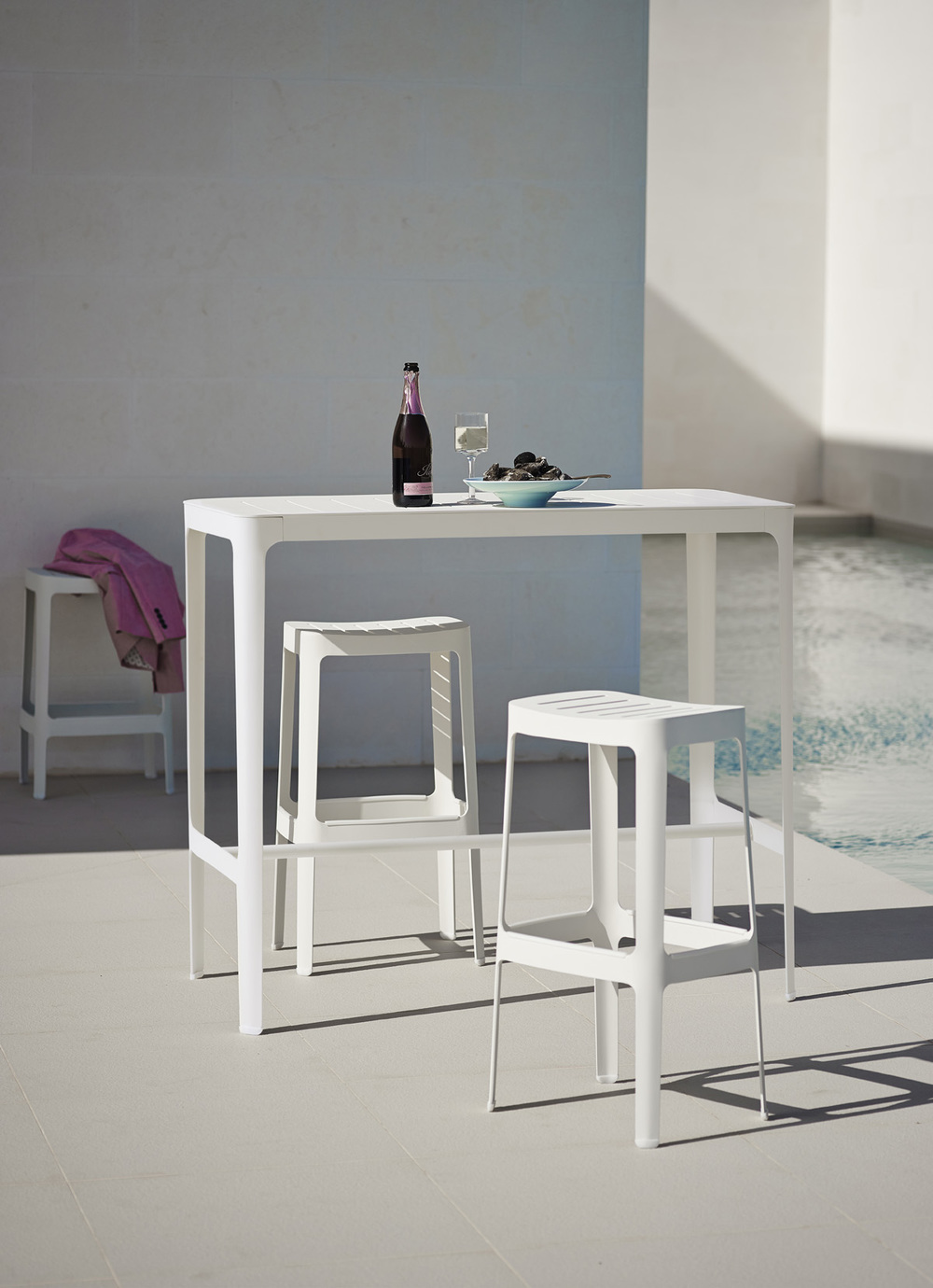 Cut Bar Table By Cane Line Couture Outdoor
