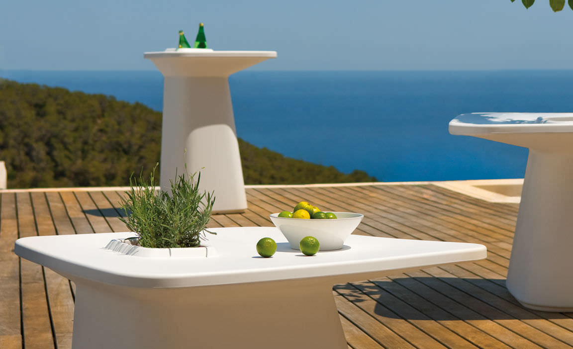 Vondom Moma Bar Table Couture Outdoor : 1200 4000eVondomMomaHighBarTable from www.coutureoutdoor.com size 1152 x 702 jpeg 80kB
