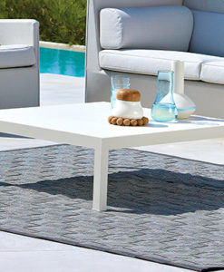 This coffee table by cane-line s ideal for your garden lounge furniture. The coffee table can be left outside.