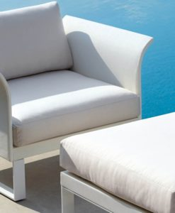Outdoor Club Chair smooth lines an sweet curves