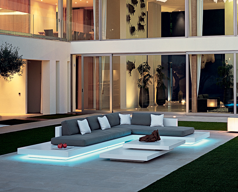 Modern Sectional Platform Sofa With Sleek Lines And Amazing Angles Make For  A Great Statement