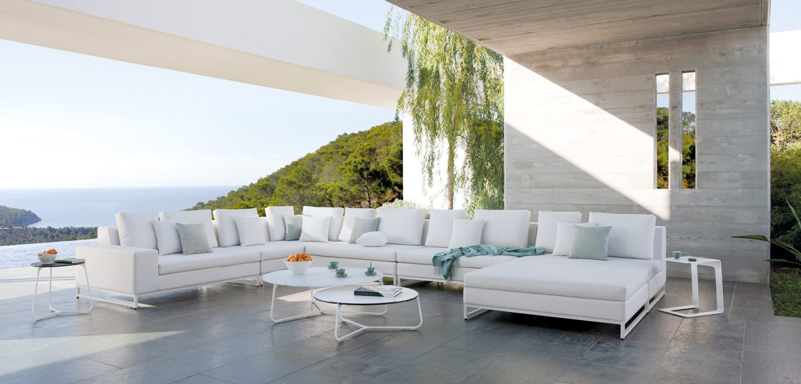 manutti zendo sectional sofa couture outdoor. Black Bedroom Furniture Sets. Home Design Ideas
