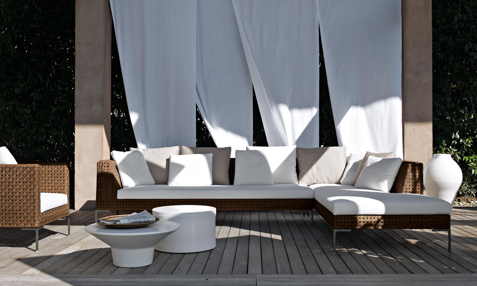 b b italia charles sectional sofa couture outdoor. Black Bedroom Furniture Sets. Home Design Ideas