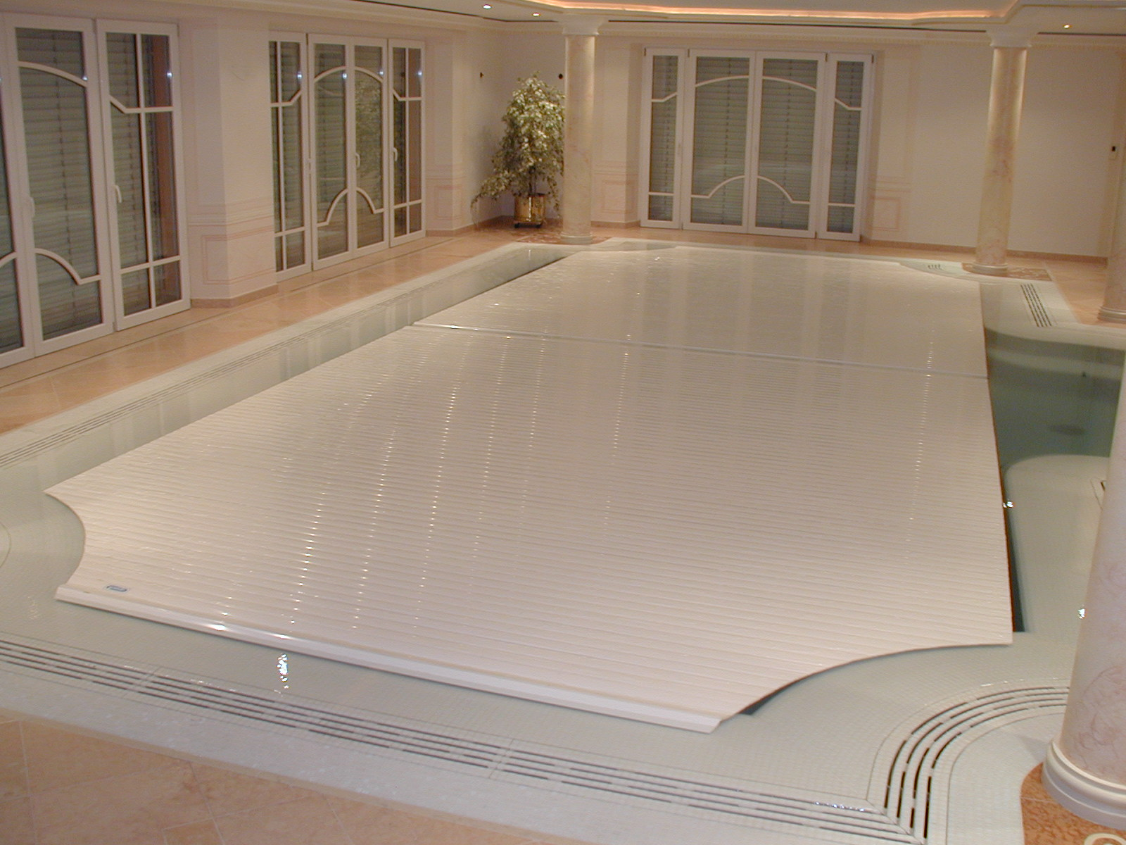Indoor automatic pool cover covertech couture outdoor for Garden pool with cover