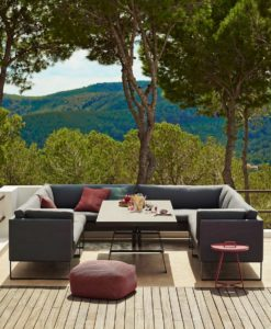 The luxury outdoor sofa Sam dining lounge sofa is the ideal sofa for outdoor use where the same space is used for both dining and lounging. Just lie back and enjoy.