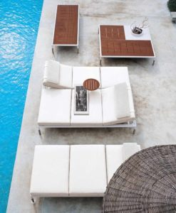 B&B Italia Chaise Lounger This collection is made up of sofas and chaise lounge with white polyester powder painted aluminium frames.