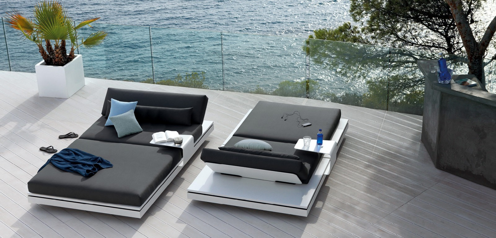 Manutti Elements Daybed Couture Outdoor