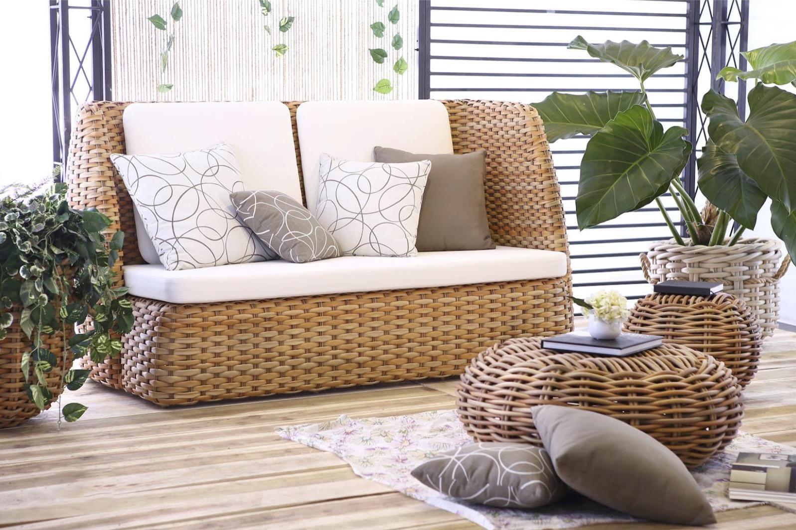 emilia sofa aloha couture outdoor. Black Bedroom Furniture Sets. Home Design Ideas