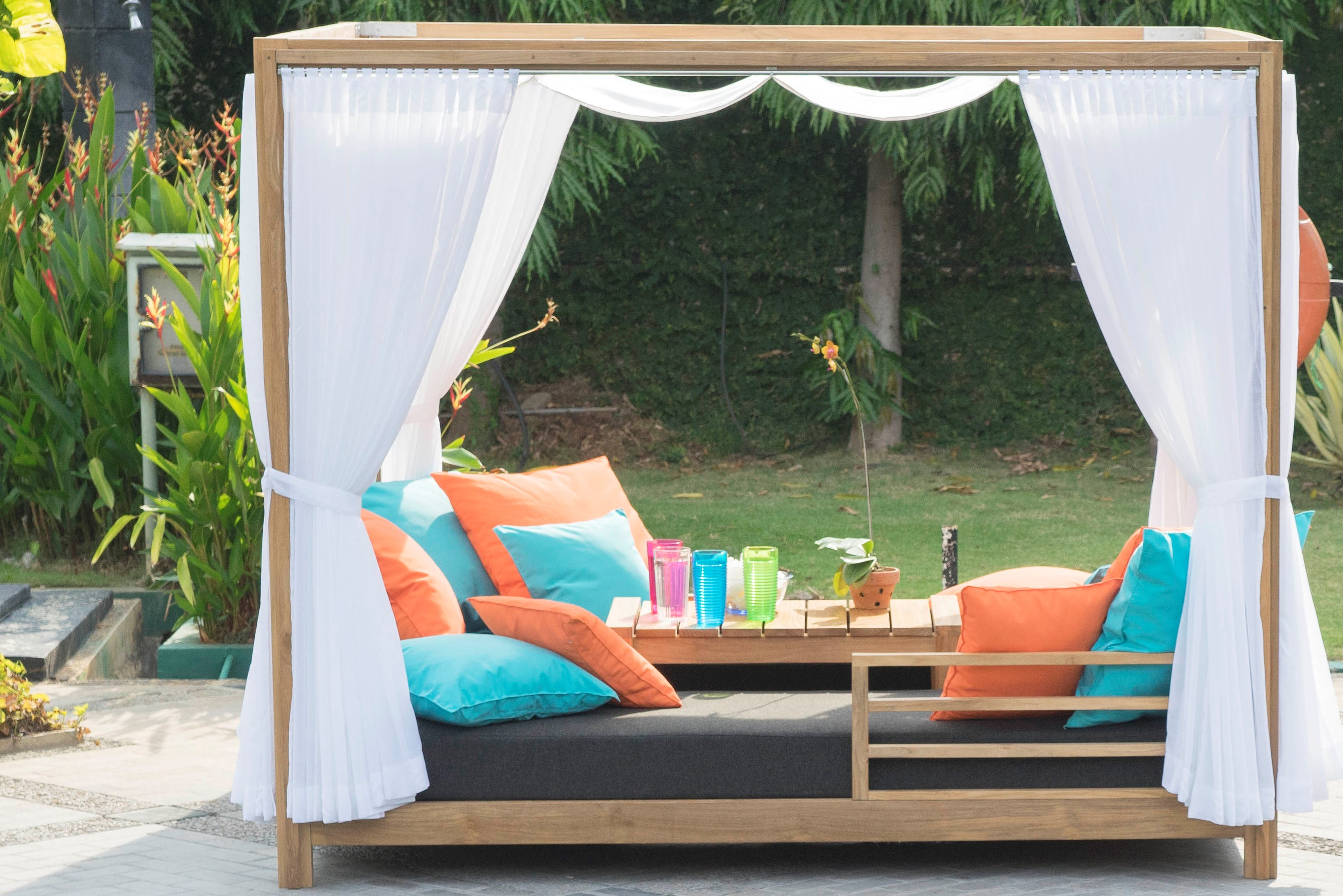 Belize Daybed with Curtains Premiere Couture Outdoor