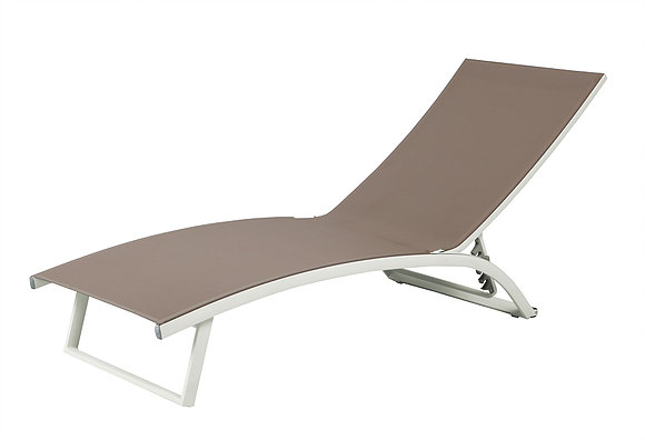 Fun chaise lounger couture outdoor for Contract outdoor furniture