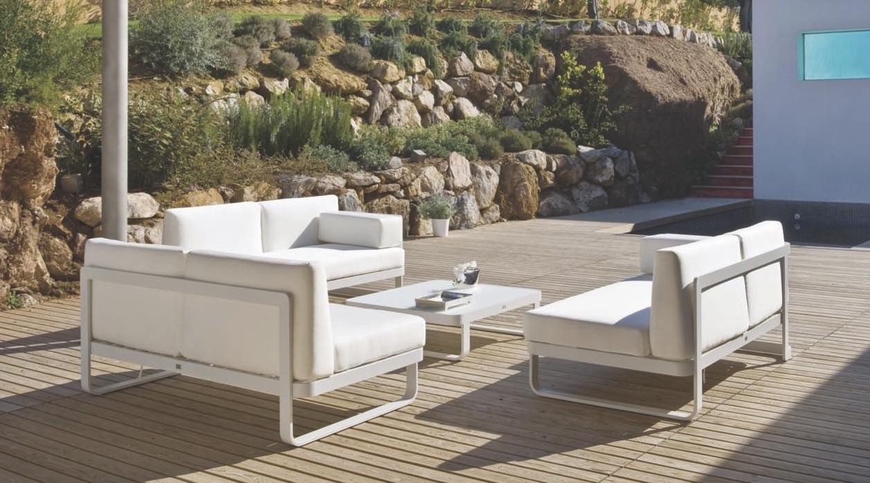 Averon White Black Transitional 2 Seater Love Seat Sofa