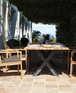 Traditional teak dining table has an amazing look to it, it is a work of art.