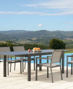 Amazing modern extendable dining table. Seating people is a breeze. With modern concept and sleek style. it is an amazing piece.