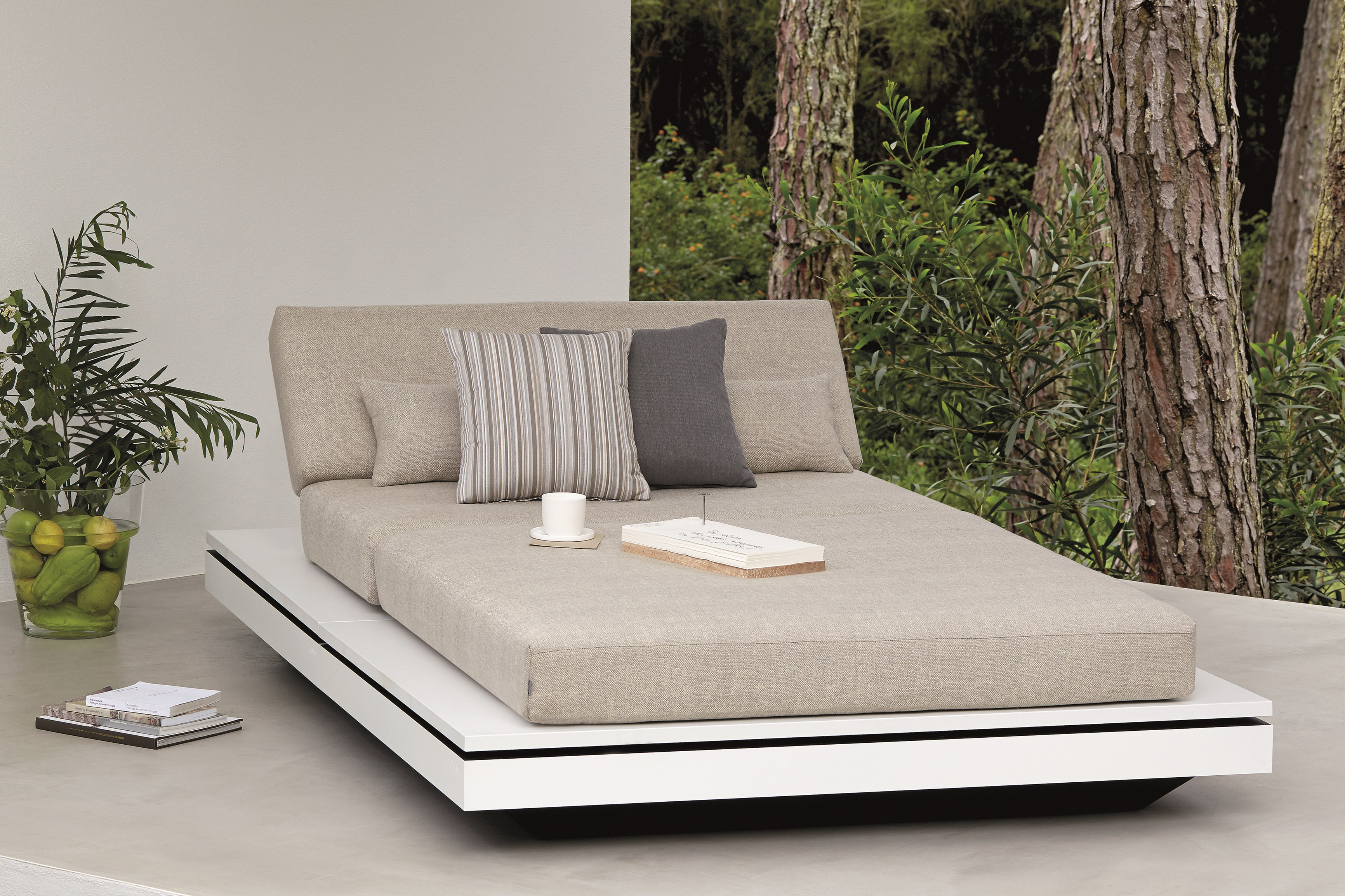 manutti elements daybed modern quaryl contract hotels florida