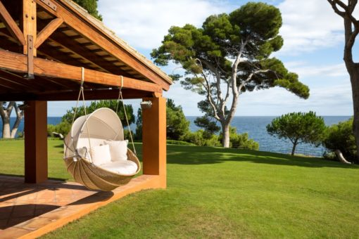 Hanging_Outdoor_Chair_2
