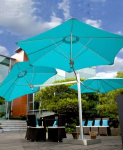 Splendid Umbrella has five canopies that fan out from a single pole, unique and great for gatherings.