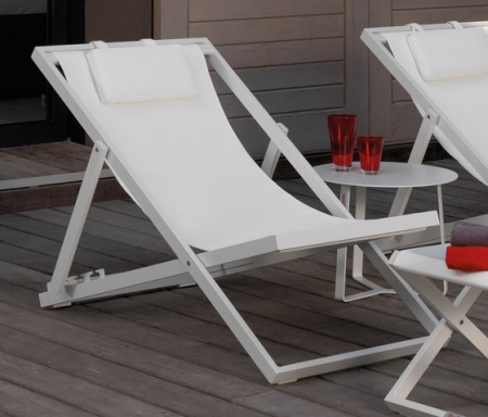 August Beach Deck Chairs white fold