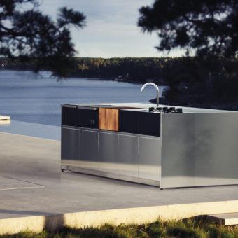 Modern luxury custom outdoor kitchen island