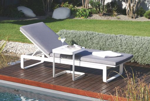 Averon contemporary modern outdoor living chaise sun lounger cushion contract hospitality hotel restaurant beach club house miami fl Hamptons ny los Angeles ca