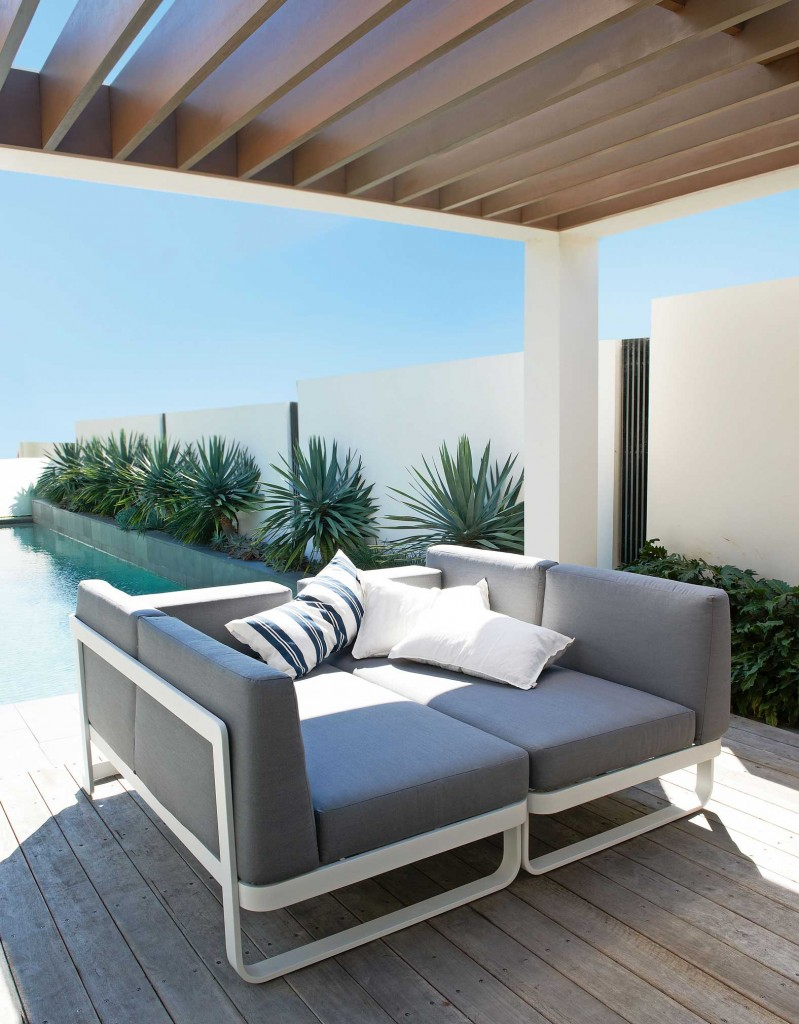 Averon contemporary modern outdoor modular sofa daybed contract hospitality  hotel restuarant beach club house miami fl - Averon Transitional Modular Multi-function Sofa Aluminum Frame