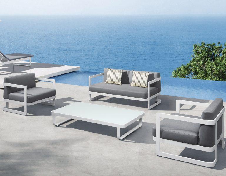 Averon Transitional Club Chair Modern 5 Star Hotel Luxury