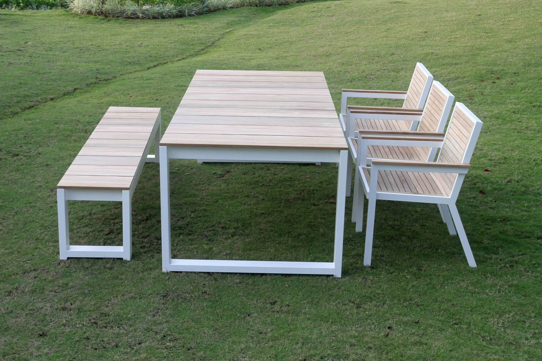 Bermudafied Dining Table