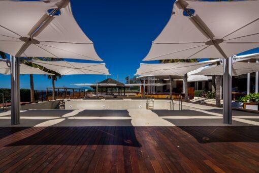 modern 4 quatro umbrella cantilever 316 360 contract hotel pool ocean beach club design