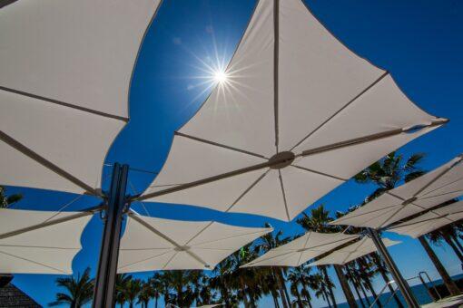 modern umbrella multi cantilever 316 360 contract hotel pool ocean beach club design